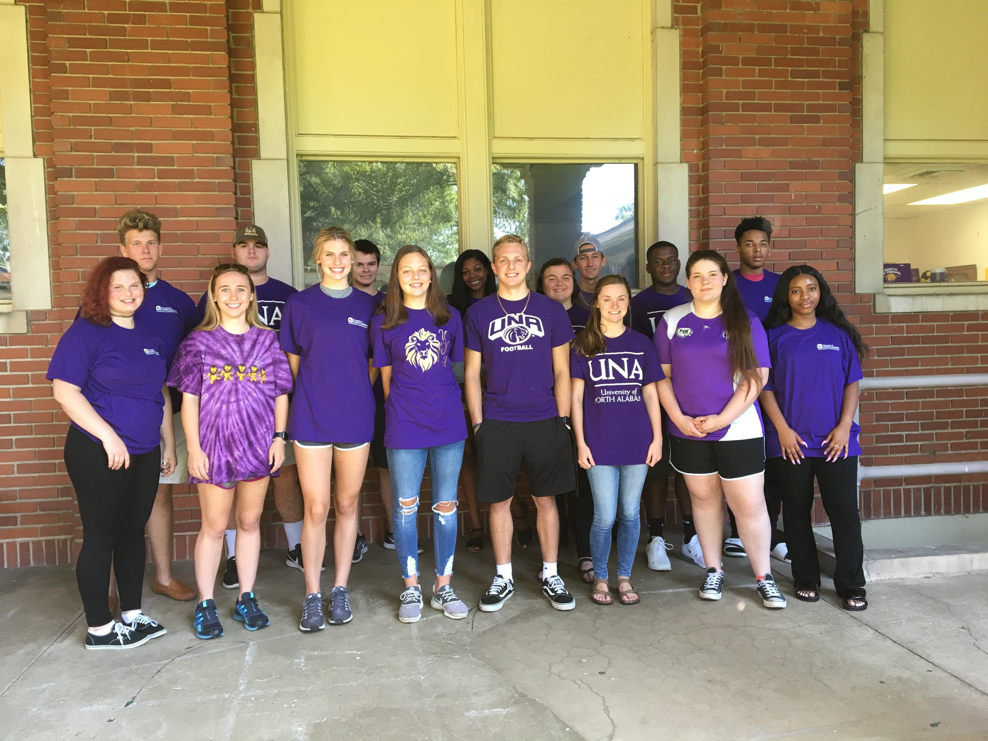 An FYE class wears purple for the first day of class